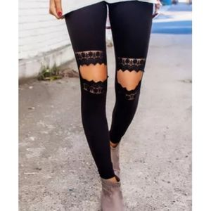 🎉HP🎉Carved Out Distressed Leggings